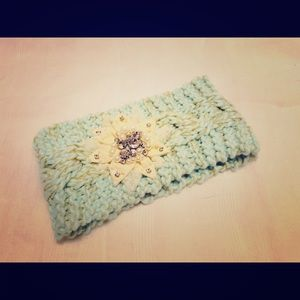 NWOT, Three Bird Nest winter headband